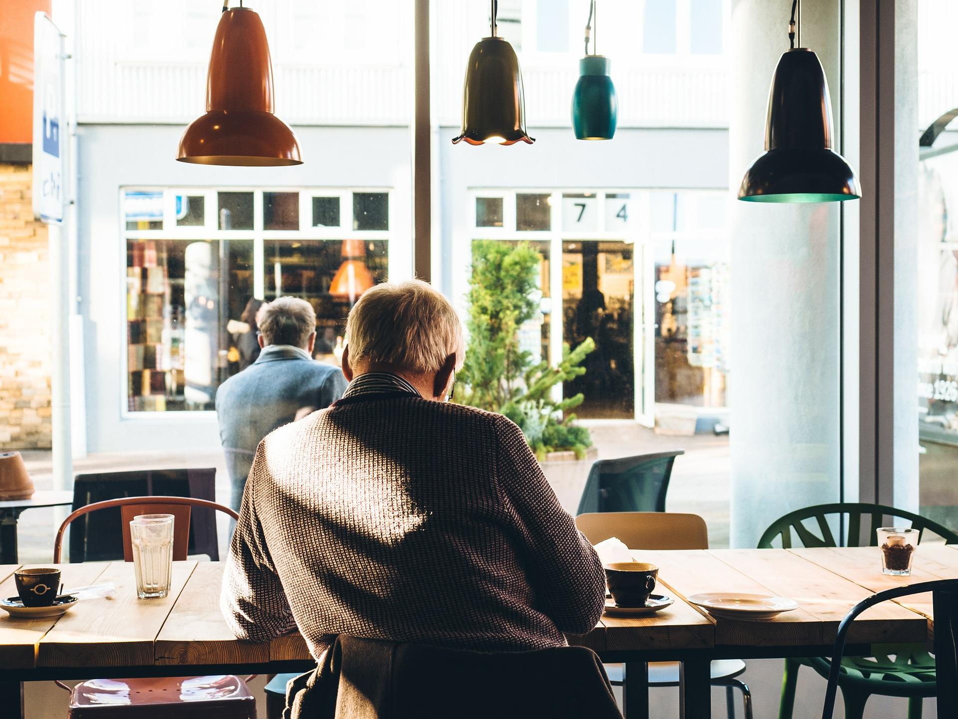 66歳以降の雇用は中小企業のほうが多い~厚労省「高年齢者の雇用状況」調査結果