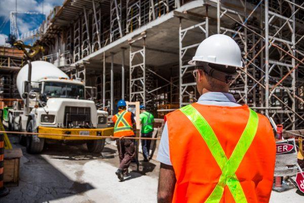 外国人労働者の受入れ拡大へ向け、国交省が賃金等の新たな監視機関設置へ