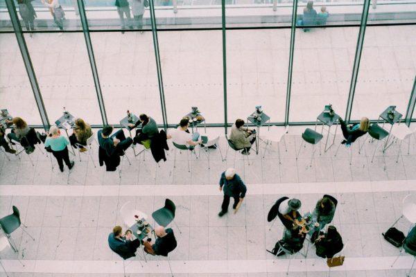 「職場のパワハラ対策」法律で義務づけの方向へ
